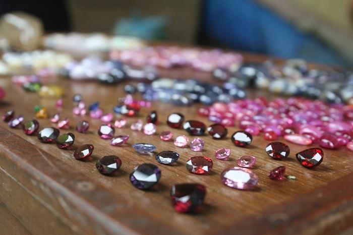 dịch vụ gia công trang sức đá quý
