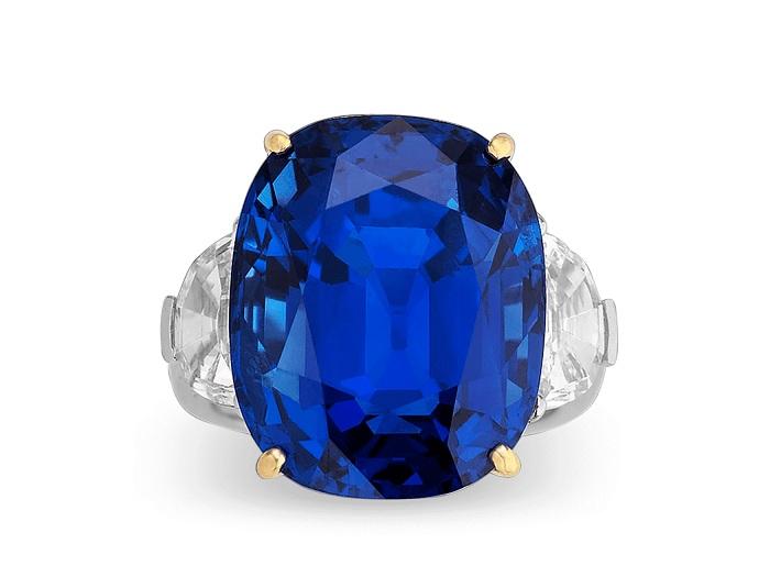 Đa Sapphire mang đến vẻ đẹp quý tộc cho người đeo
