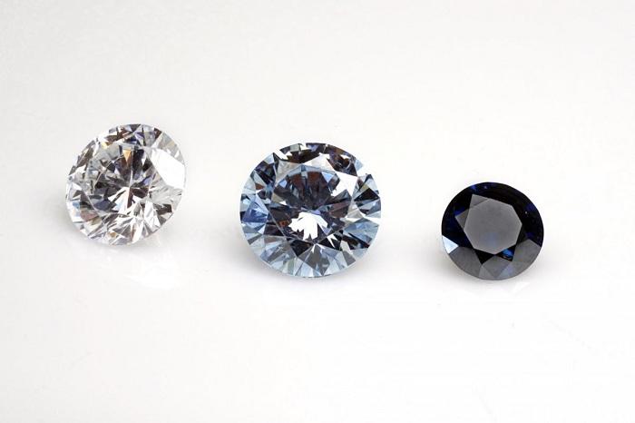 Màu sắc là yếu tố chính định giá kim cương