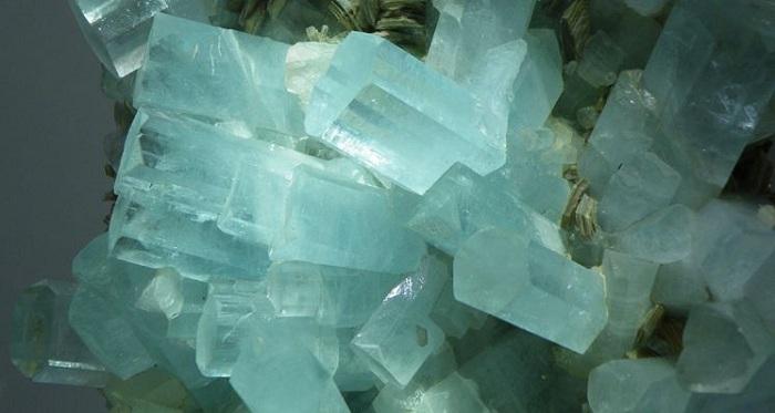 Tinh thể Aquamarine dạng lăng trụ