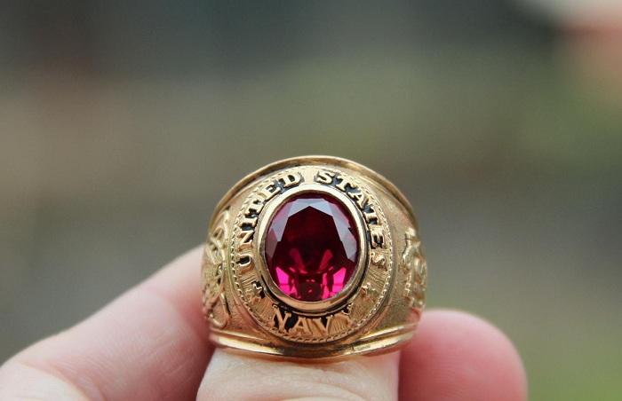 Đá ruby nhân tạo rất được chuộng trong chế tác trang sức