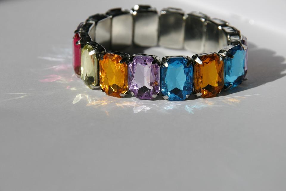 Vòng tay đá quý thể hiện đẳng cấp của người đeo