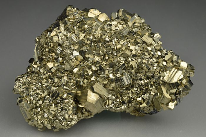 Đá vàng găm Pyrite