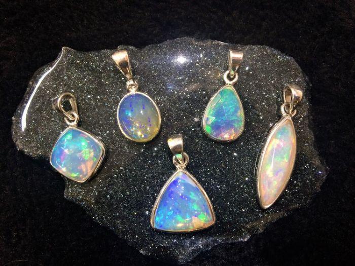 Ngọc mắt mèo Opal