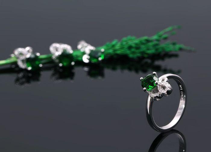 nhẫn bạc Weavesilk đính đá gì đẹp