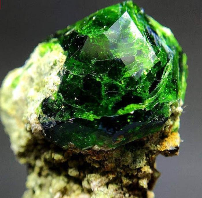 Điểm danh 8 loại đá quý màu xanh lục được ưa chuộng 2