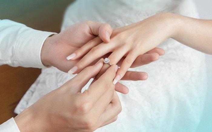 Bạn đã biết nhẫn đính hôn đeo ngón nào chưa? 3
