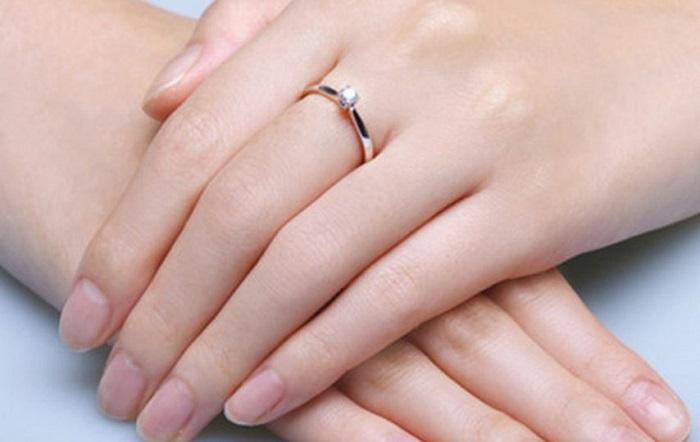 Bạn đã biết nhẫn đính hôn đeo ngón nào chưa? 2